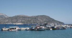 Επτά επιβάτες τουριστικού πλοίου τραυματίστηκαν ελαφρά στην Κάρπαθο από έντονο κυματισμό