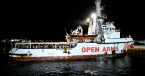 Την επιβολή κυρώσεων στη ΜΚΟ Open Arms εξετάζουν οι ισπανικές Αρχές