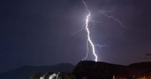 Βοσκός σκοτώθηκε από κεραυνό σε ορεινή περιοχή του Σέσκλου