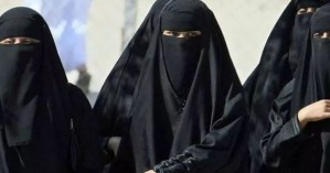 Σαουδική Αραβία: Οι γυναίκες μπορούν πια να βγαίνουν από τη χώρα χωρίς την άδεια του άνδρα