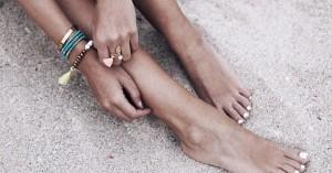 Χαρίστε απαλότητα και ενυδάτωση στα πόδια σας με τρία μόνο υλικά!