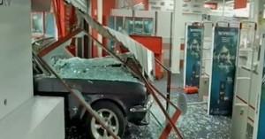 Πέτρου Ράλλη: Εισέβαλαν σε κατάστημα ηλεκτρονικών ειδών με αυτοκίνητο