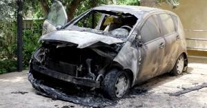 Τραγωδία στο κέντρο της Αθήνας: Νεκρό άτομο μέσα σε αυτοκίνητο που τυλίχθηκε στις φλόγες