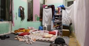 Φωτογραφίες από την ΕΛ.ΑΣ. - Ετσι ζούσαν οι αλλοδαποί στις καταλήψεις στην Αχαρνών