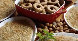 Μουσταλευριά και μουστοκούλουρα: συνταγές του αποκαλόκαιρου