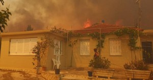 Ανεξέλεγκτη η πυρκαγιά στην Ζάκυνθο. Ενισχύονται οι δυνάμεις πυρόσβεσης από όλη την Ελλάδα