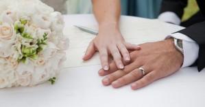 Σχέδιο δράσης για οικογένειες: Ψηφιακά οι άδειες γάμου και βάφτισης