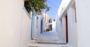 Εικόνες που σε ταξιδεύουν στο ειδυλλιακό χωριό της Αμοργού