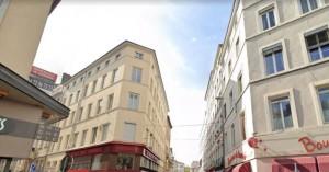 Λιόν: Γυναίκα «ταμπουρώθηκε» σε διαμέρισμα και πυροβολούσε πεζούς με καραμπίνα!