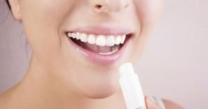 Μήπως έχετε εθιστεί στο lip balm;
