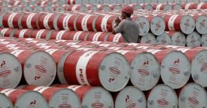 Υποχωρεί η τιμή του πετρελαίου μετά την αναστάτωση στις αγορές
