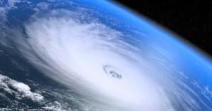 Ο Τραμπ πρότεινε να ρίξουν πυρηνικά στους τυφώνες και κάποιος του απάντησε