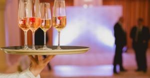 Η σερβιτόρα που έγινε εκατομμυριούχος στα 33 της μοιράζεται το μυστικό της επιτυχίας