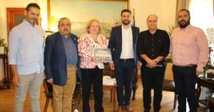 Εθιμοτυπική επίσκεψη Πρέσβειρας Κούβας στον Δήμαρχο Χανίων