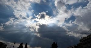 Έρχονται συννεφιά και βροχές το Σάββατο – Που θα εκδηλωθούν καταιγίδες