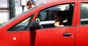 Οδηγοί, προσοχή στη χρήση κινητού! - Πότε επιτρέπεται, τι ισχύει για το handsfree