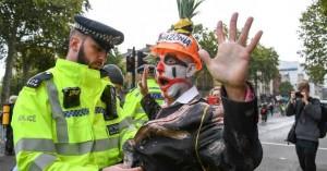 Λονδίνο: Εντολή της αστυνομίας να σταματήσουν οι διαμαρτυρίες των ακτιβιστών για το κλίμα