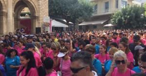 Εκατοντάδες γυναίκες έτρεξαν για καλό σκοπό στο Ηράκλειο.