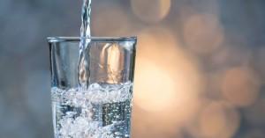 Τι γίνεται όταν πίνουμε νερό με άδειο στομάχι;