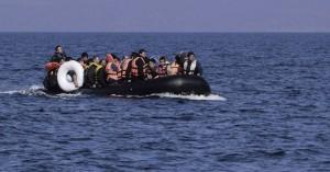 Σκάφος με μετανάστες έξω από την Παλαιόχωρα