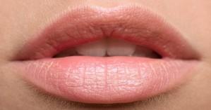 Μεγαλώστε τα χείλη σας με μακιγιάζ - Τα βήματα που πρέπει να ακολουθήσετε
