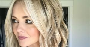 Δείτε πως θα αντιμετωπίσετε τη λιπαρότητα στα μαλλιά αν σας τελείωσε το dry shampoo