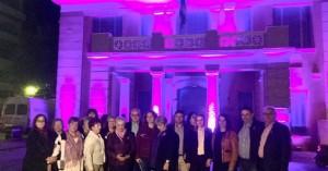 Στα μωβ η Περιφέρεια με φωτεινό και ηχηρό το μήνυμα της πρόληψης του καρκίνου