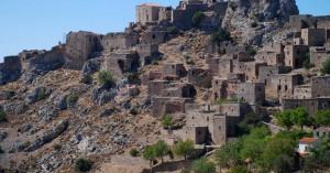 Το ελληνικό χωριό με τη δύσκολη και μοναδική πρόσβαση