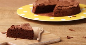 Κέικ με μαύρη σοκολάτα και κρέμα πορτοκάλι