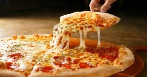 Πίτσα πεπερόνι με σπιτική ζύμη