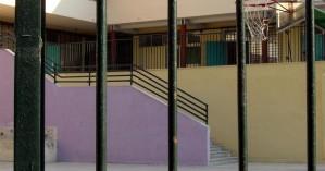 Παιδί «σφήνωσε» σε κάγκελα σχολείου στο Ρέθυμνο