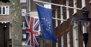 Το Λονδίνο δεν θα απελάσει αυτομάτως τους Ευρωπαίους υπηκόους μετά το Brexit