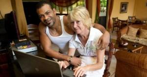 Διάσημη συγγραφέας βρέθηκε στραγγαλισμένη
