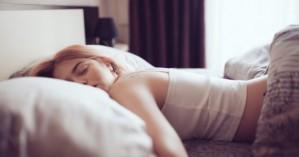 Ύπνος: Αυξημένος κίνδυνος εγκεφαλικού για όσους κοιμούνται πολύ και ανήσυχα