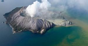 Έκρηξη ηφαιστείου: Πέντε νεκροί και δεκάδες τραυματίες