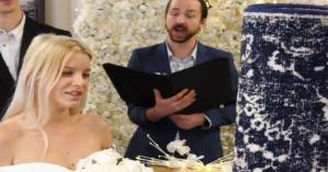 Μια 26χρονη παντρεύτηκε το… χαλί της σε κανονική τελετή γάμου!
