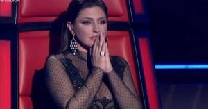 The Voice: Τα δάκρυα της Έλενας Παπαρίζου με την ερμηνεία παίκτριάς της (Βίντεο)