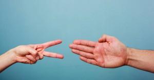 «Πέτρα, ψαλίδι, χαρτί»: Πώς να κερδίζετε συνέχεια