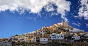 Άνω Σύρος, μεσαιωνική ατμόσφαιρα στην αρχόντισσα των Κυκλάδων