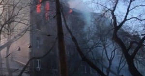 Αγνοούνται 14 άνθρωποι μετά από φωτιά σε κτίριο στην Ουκρανία