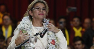Υποψήφια στις εκλογές του Μαΐου και η μεταβατική πρόεδρος της Βολιβίας