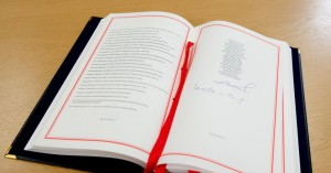 Brexit: Υπέγραψαν τη συμφωνία Κομισιόν και Ευρωπαϊκό Συμβούλιο