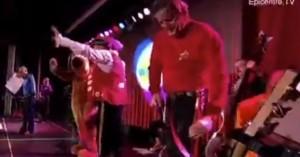 Μουσικός κατέρρευσε από καρδιακή προσβολή σε συναυλία για τις φωτιές - Δείτε βίντεο