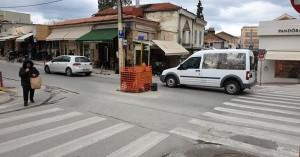 Εμπόδιο στον κεντρικότερο δρόμο των Χανίων από τη ΔΕΥΑΧ, αλλά για χρήσιμο λόγο... (φωτο)