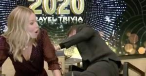 Ατύχημα για παρουσιαστή, έπεσε από την καρέκλα on air (Βίντεο)