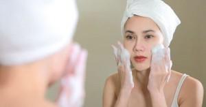 Τα πιο συχνά λάθη που κάνουν οι γυναίκες με τον καθαρισμό του προσώπου τους