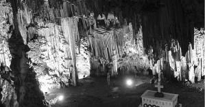 Τιμούν και μνημονεύουν το ολοκαύτωμα στο σπήλαιο Μελιδονίου