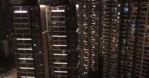 Συγκινητικό: Κάτοικοι της Ουχάν που επλήγη από τον κορωναϊό τραγουδούν στα μπαλκόνια τους