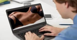 Κωφός άνδρας μηνύει το Pornhub επειδή δεν έχει υπότιτλους