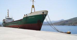 Απομακρύνεται το ακινητοποιημένο καράβι από το λιμάνι Καβονησίου στην Κίσαμο